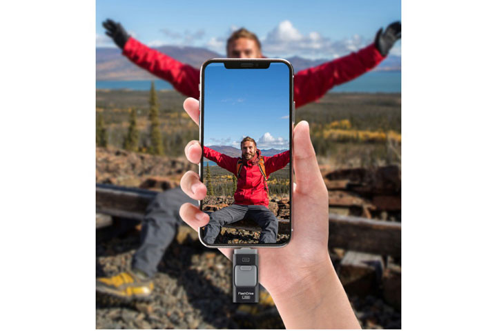 Med det smarte 32 GB flash-drive kan du nemt flytte billeder fra din telefon til din PC1