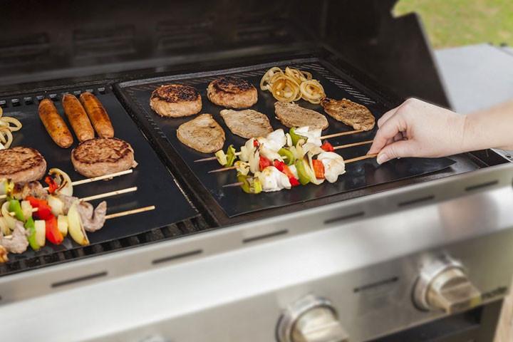 Gør det mere bekvemmeligt at grille med disse smarte grill måtter i teflon1
