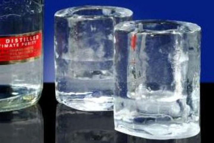 Lav dine helt egne shotglas ud af vand med disse sjove forme3