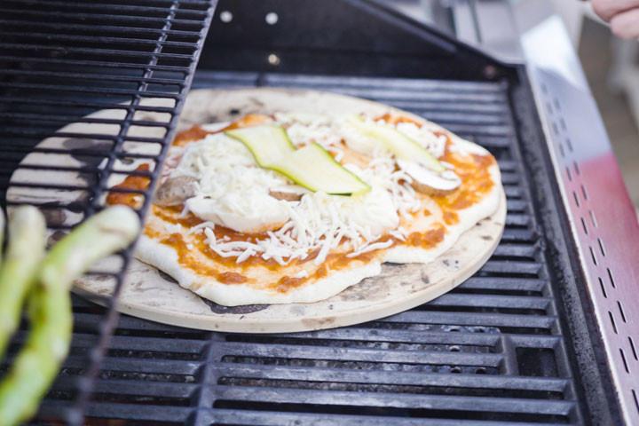 Autentisk pizza har aldrig smagt bedre med denne kvalitets pizzasten2