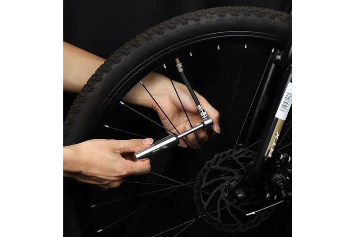 Letvægts cykelpumpen pumper din flade cykel med stor kraft10
