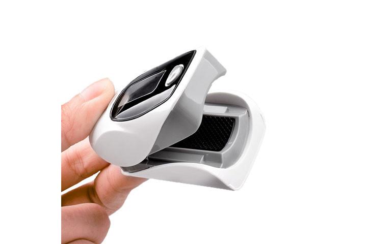Hold styr på helbredet med et Pulsixometer, der måler din iltmætning og puls3
