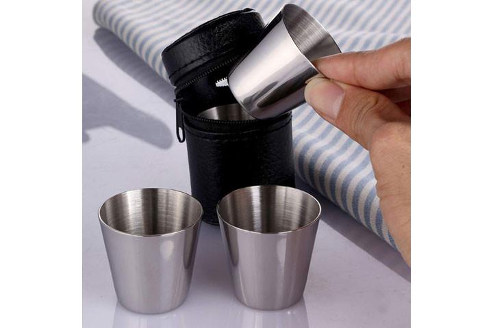 8 stk. Rustfrie shot glas og etui i imiteret læder klar til at sætte gang i festen1