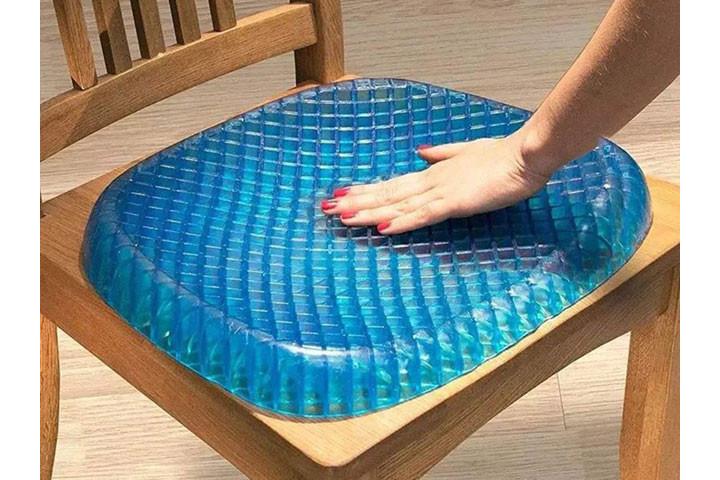 Siddemåtten i gele har et ergonomisk korrekt design og passer til de fleste stole9