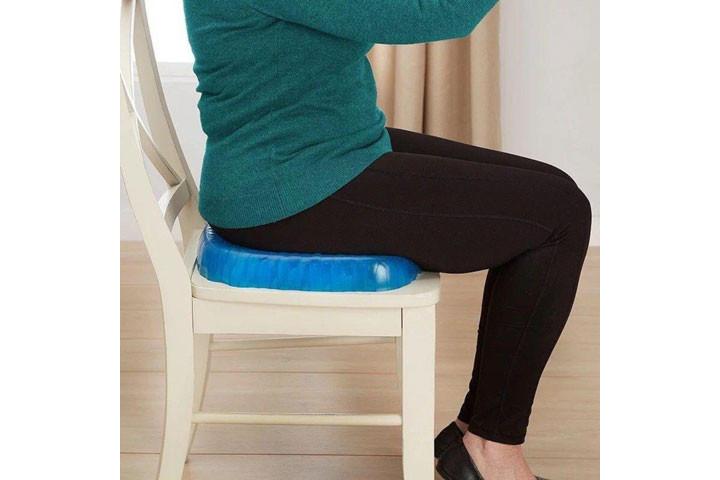 Siddemåtten i gele har et ergonomisk korrekt design og passer til de fleste stole4