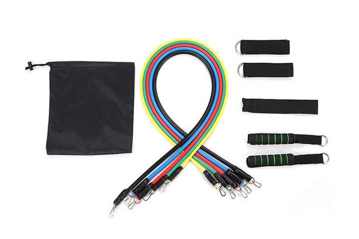 De elastiske træningsbånd giver en modstand på mellem 4,5 og 13, 6 kg2