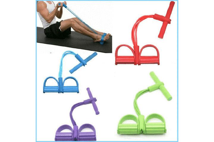 Træningselastikken har både håndtag og fodstøtte, der sikrer dig optimalt udbytte af din træning3