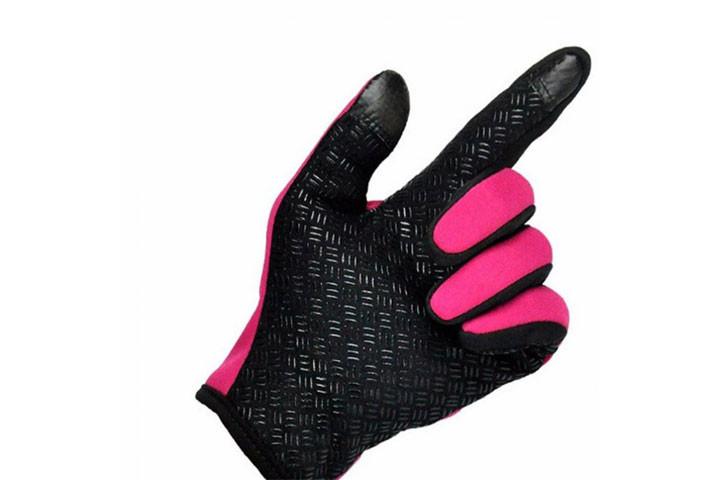 Smarte vind- og vandtætte handsker med touch og anti-skred, så du nemt kan holde ting i hånden4