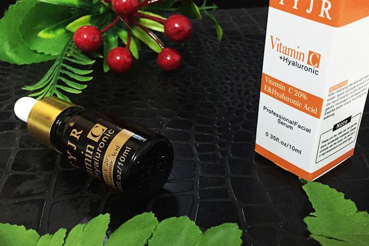 Reducere rynker og giv mere glans med C-vitamin serum med det populære hyaluronsyre1