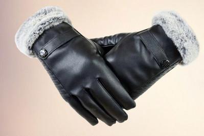 Handsker til damer og herrer i imiteret læder med imiteret pels i som foer
