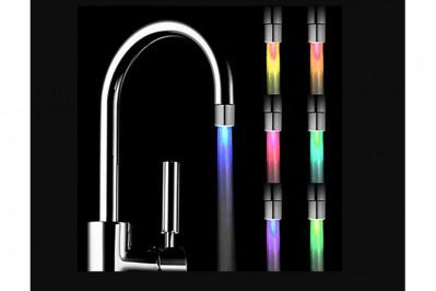 Magisk vandhane med temperaturskiftene LED lys hovede