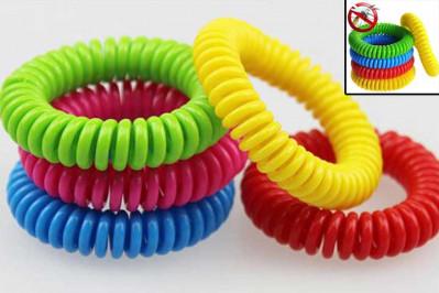 Spiralformede myggearmbånd i assorterede farver