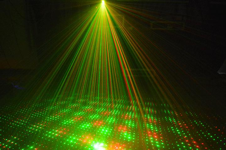 Image of   Få masser af julestemning i dit hjem med denne mini laser projektor, der lyser i grønt og rødt
