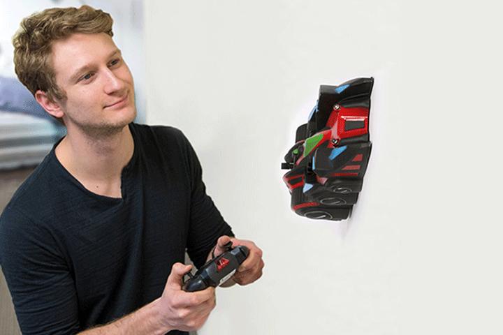 Image of   Forvandl dine vægge til den sejeste racerbane med en fjernstyret bil, der kan køre på vægge og loft!